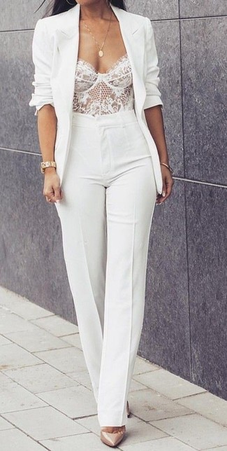 To create an outfit for lunch with friends at the weekend make a blazer and white flare pants your outfit choice. Beige leather pumps are a fitting option here. This getup is absolutely great to welcome spring.