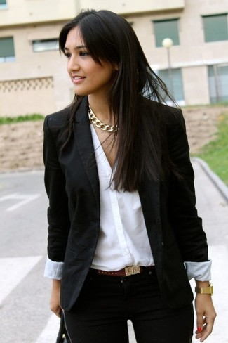 Team a black blazer with a dark brown embellished leather belt for both chic and easy-to-wear look. Warmer days call for cooler looks like this one.