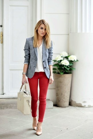 Let everyone know that you know a thing or two about style in a white button front blouse and red skinny jeans. Beige leather pumps will instantly lift up even the laziest of looks. Keep this combo in your front hall closet when spring sets it, and we promise you'll save time getting ready on more than one morning.