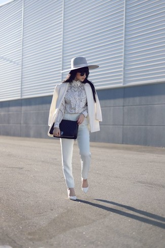 This pairing of a white blazer and white skinny pants will set you apart effortlessly. Finish off your look with white leather pumps.