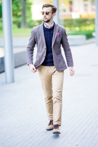 How to Wear a Cable Sweater For Men: This relaxed casual combination of a cable sweater and khaki chinos is extremely easy to put together without a second thought, helping you look amazing and prepared for anything without spending too much time searching through your wardrobe. To bring a bit of flair to your getup, add tan suede oxford shoes to the equation.