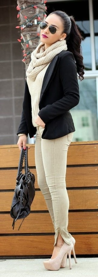 How to wear: black blazer, beige cable sweater, beige skinny jeans, beige suede pumps