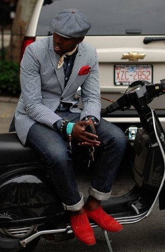 Cómo combinar: blazer de cuadro vichy en negro y blanco, camisa de manga larga en gris oscuro, vaqueros azul marino, zapatos brogue de ante rojos