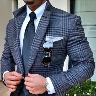 Cómo combinar: blazer de lana de tartán gris, camisa de vestir blanca, corbata en gris oscuro, pañuelo de bolsillo blanco