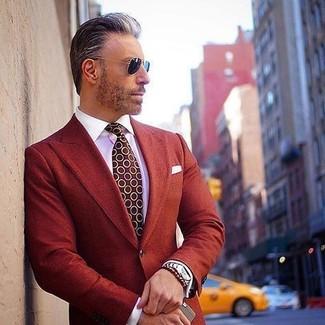 Cómo combinar: blazer rojo, camisa de vestir blanca, corbata a lunares burdeos, pañuelo de bolsillo blanco