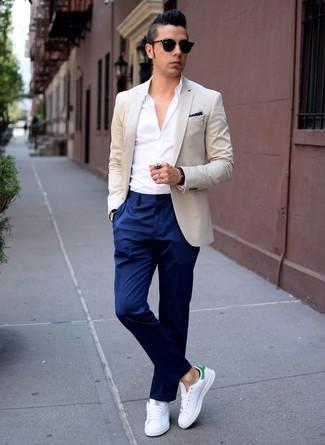 Cómo Combinar Un Pantalón De Vestir Con Unas Zapatillas