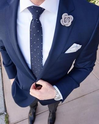 Cómo combinar: blazer azul marino, camisa de vestir blanca, pantalón de vestir negro, zapatos oxford de cuero negros