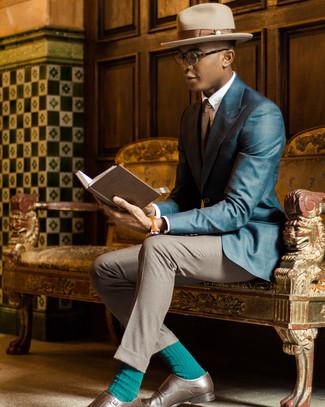 Cómo combinar: blazer de tartán en verde azulado, camisa de vestir blanca, pantalón de vestir gris, zapatos con doble hebilla de cuero marrónes