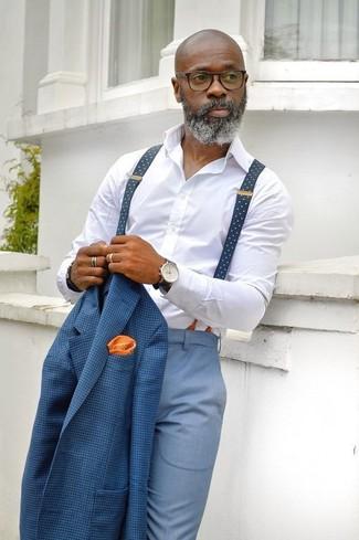 Cómo combinar: blazer a cuadros azul, camisa de vestir blanca, pantalón de vestir celeste, pañuelo de bolsillo a lunares naranja