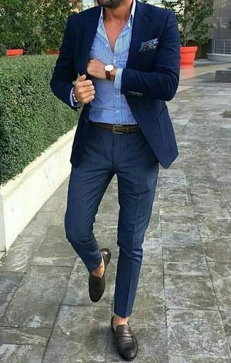 Cómo Combinar Una Camisa De Vestir En Blanco Y Azul En