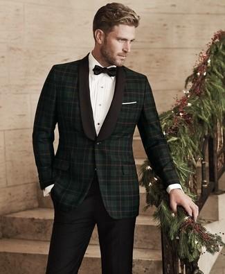 Cómo combinar: blazer de tartán verde oscuro, camisa de vestir blanca, pantalón de vestir negro, corbatín negro
