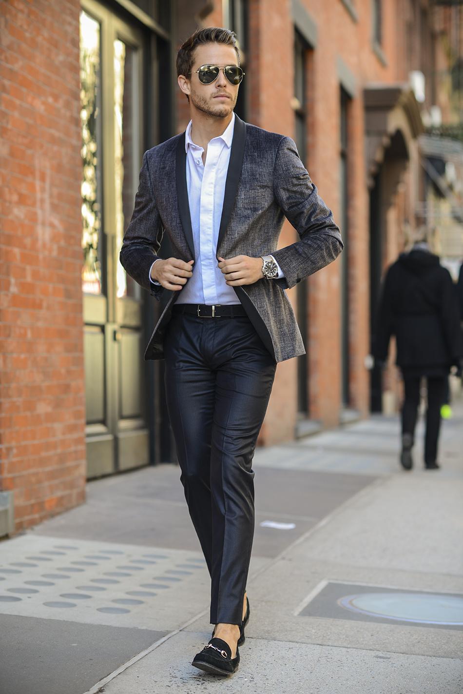 comprar online e5f4b 0fdda Look de moda: Blazer en gris oscuro, Camisa de vestir blanca ...