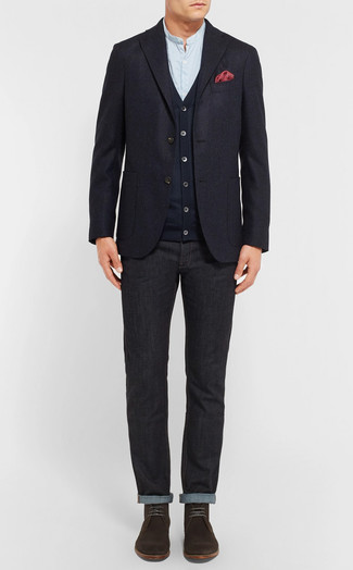 Cómo combinar: blazer de lana azul marino, cárdigan azul marino, camisa de manga larga celeste, vaqueros negros