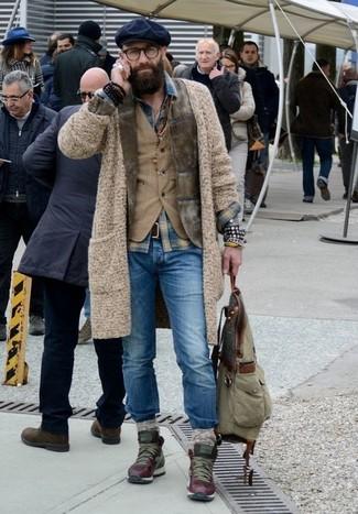 Cómo combinar: blazer de pana verde oliva, cárdigan de punto en beige, chaleco de vestir de pana marrón claro, camisa vaquera de tartán azul