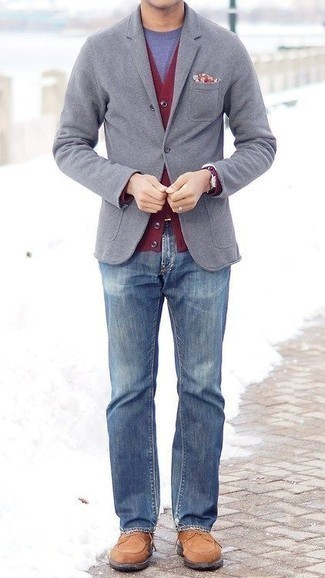 Grey Blazer with Blue Jeans Outfits For Men: You'll be amazed at how super easy it is for any guy to throw together this effortlessly classic outfit. Just a grey blazer paired with blue jeans. Tan suede casual boots look awesome here.