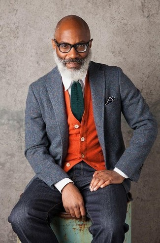 The combination of a grey wool blazer and black jeans makes this a really well-executed look. A kick-ass summer-to-fall look like this one makes it very easy to embrace the new season.