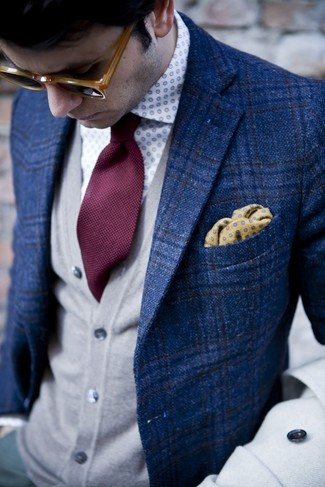 How to Wear an Orange Polka Dot Pocket Square: Super stylish and comfortable, this pairing of a blue plaid blazer and an orange polka dot pocket square provides with a multitude of styling opportunities.
