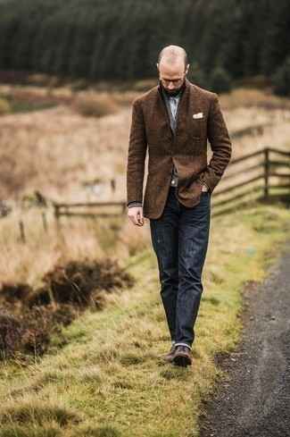 How to Wear Navy Jeans For Men: So as you can see, it doesn't require that much effort for a man to look seriously stylish. Just make a brown wool blazer and navy jeans your outfit choice and you'll look awesome. Why not take a more elegant approach with footwear and complement your ensemble with dark brown leather derby shoes?