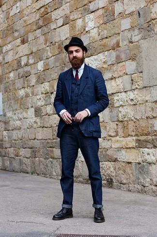 Cómo combinar: blazer vaquero azul marino, chaleco de vestir vaquero azul marino, camisa de vestir celeste, vaqueros azul marino