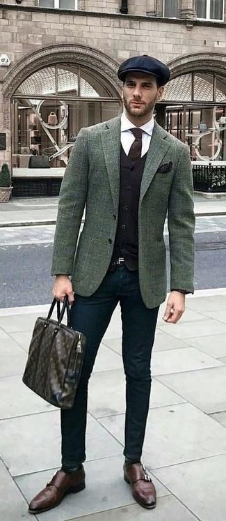 Cómo combinar: blazer de lana a cuadros verde oscuro, chaleco de vestir negro, camisa de vestir blanca, pantalón chino negro