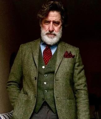 Cómo combinar: blazer de lana de espiguilla verde oliva, chaleco de vestir de lana verde oliva, camisa de vestir celeste, pantalón de vestir de lana en marrón oscuro