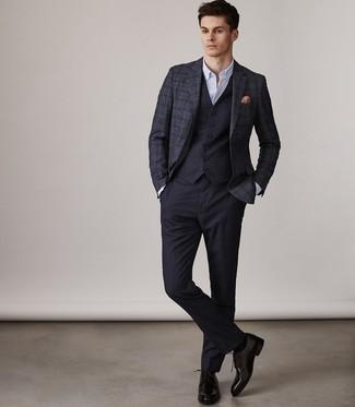 Cómo combinar: blazer de lana de tartán azul marino, chaleco de vestir azul marino, camisa de vestir blanca, pantalón de vestir azul marino