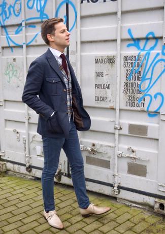 Cómo combinar: blazer de lana azul marino, chaleco de vestir de lana de tartán gris, camisa de vestir blanca, pantalón chino azul marino
