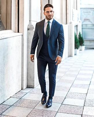 Cómo combinar: blazer de lana de cuadro vichy azul marino, chaleco de vestir azul marino, camisa de vestir blanca, pantalón de vestir azul marino