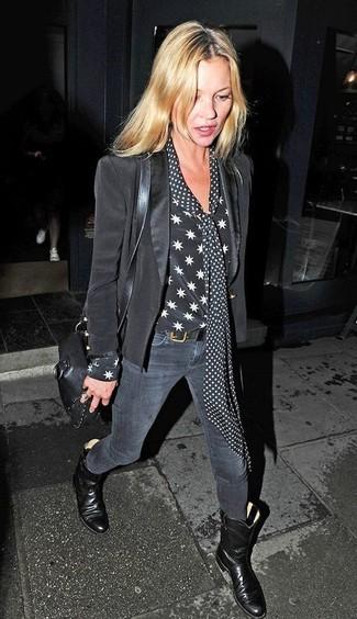 Choisis un blazer noir et un jean skinny gris foncé pour achever un look chic. Une paire de des bottes mi-mollet en cuir noires rendra élégant même le plus décontracté des looks.