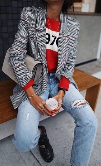 Try teaming a red and white print crew-neck sweater with light blue ripped boyfriend jeans for a comfy-casual look. Sporting a pair of black leather chelsea boots is a simple way to add some flair to your getup. This ensemble is absolutely great to welcome the springtime.