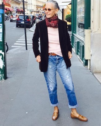 How to wear: black wool blazer, pink crew-neck sweater, blue ripped boyfriend jeans, brown leather loafers