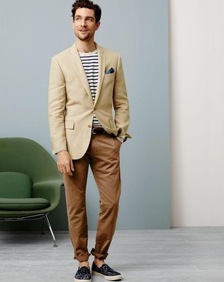 A tan blazer and brown chinos are a great outfit formula to have in your arsenal. Dress down this getup with espadrilles.
