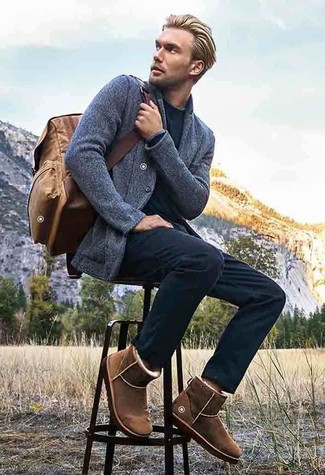 How to wear: grey knit blazer, black crew-neck sweater, black chinos, brown uggs