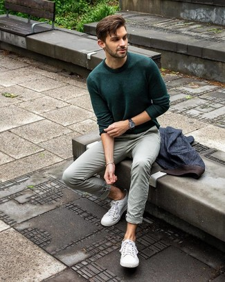 How to wear: navy denim blazer, dark green crew-neck sweater, mint chinos, white canvas low top sneakers