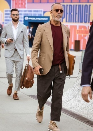 How to Wear a Belt For Men: A tan blazer and a belt are great menswear essentials that will integrate wonderfully within your daily styling arsenal. For something more on the smart side to finish this outfit, opt for a pair of tan low top sneakers.