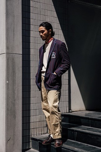 Red Bandana Outfits For Men: This relaxed casual pairing of a navy and red vertical striped seersucker blazer and a red bandana is capable of taking on different forms depending on the way you style it out. Complement this ensemble with a pair of dark brown leather loafers to instantly shake up the look.