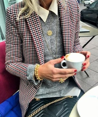 Houndstooth Blazer Outfits For Women: This laid-back pairing of a houndstooth blazer and black skinny jeans takes on different moods depending on how you style it.