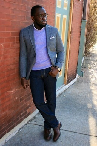 How to Wear Navy Jeans For Men: A light blue blazer and navy jeans are among the fundamental elements of a smart closet. Rev up your getup by finishing off with a pair of brown leather oxford shoes.