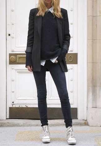 Wear a black blazer with charcoal skinny jeans to achieve a chic look. Why not add grey canvas high top sneakers to the mix for a more relaxed feel?