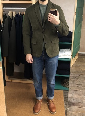 Men's Outfits 2020: This smart combination of an olive corduroy blazer and blue jeans can take on different moods according to how it's styled. If in doubt about what to wear in the shoe department, introduce brown leather desert boots to your ensemble.