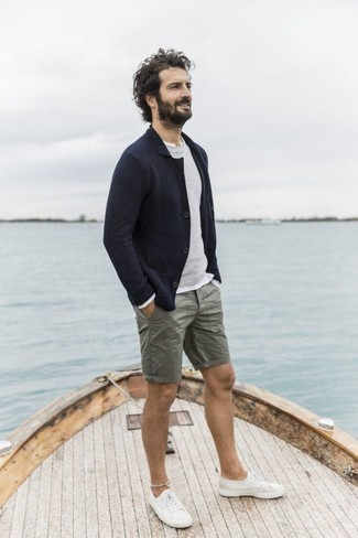 Low Top Sneakers Outfits For Men: If you're after a casual yet stylish outfit, pair a navy knit blazer with olive shorts. And if you need to immediately dress down your ensemble with one single item, why not add low top sneakers?