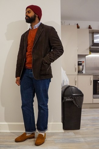 Men's Outfits 2020: Pair a dark brown corduroy blazer with navy jeans for a proper refined look. A pair of tobacco suede loafers will take your getup down a smarter path.