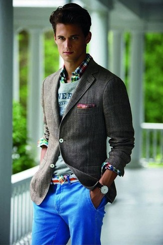 If you use a more relaxed approach to fashion, why not try pairing a multi colored plaid long sleeve shirt with blue chinos? This combo is a pretty good pick, especially for autumn, when the mercury is falling.