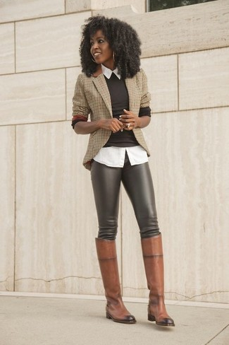 How to Wear a Brown Crew-neck Sweater In Your 20s For Women: One of our favorite ways to style a brown crew-neck sweater is to wear it with dark brown leather leggings for a casual ensemble. Brown leather knee high boots will infuse an added touch of style into an otherwise everyday getup.