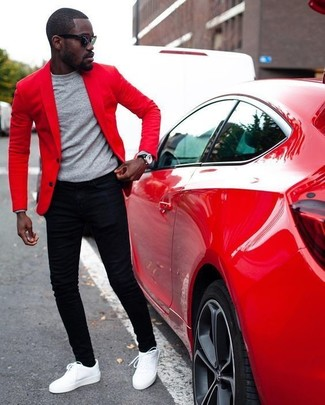 How to wear: red blazer, grey crew-neck sweater, black skinny jeans, white leather low top sneakers