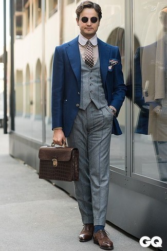 How to Wear a Navy and White Print Pocket Square: Pair a navy blazer with a navy and white print pocket square for a city casual and fashionable ensemble. And if you want to immediately ramp up your look with shoes, why not grab a pair of dark brown suede oxford shoes?