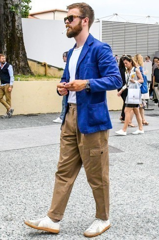 How to Wear Cargo Pants: If you're planning for a sartorial situation where comfort is paramount, consider wearing a blue blazer and cargo pants. On the fence about how to round off? Complement this outfit with a pair of white leather low top sneakers to spice things up.