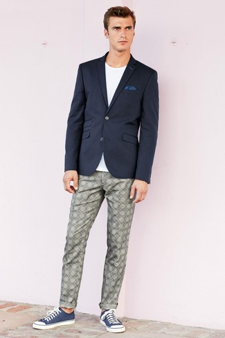This combo of a navy blazer and a navy polka dot pocket square is very easy to pull together without a second thought, helping you look awesome and ready for anything without spending too much time rummaging through your closet. Make your look more fun by completing it with navy canvas low top sneakers. Seeing as it's hot outside, this ensemble is ideal and entirely summer-appropriate.