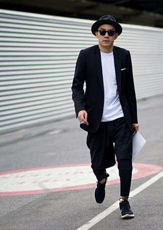 How To Wear a Blazer With Chinos: A blazer and chinos matched together are a perfect match. Introduce a pair of black athletic shoes to the equation to inject a touch of stylish effortlessness into your look.