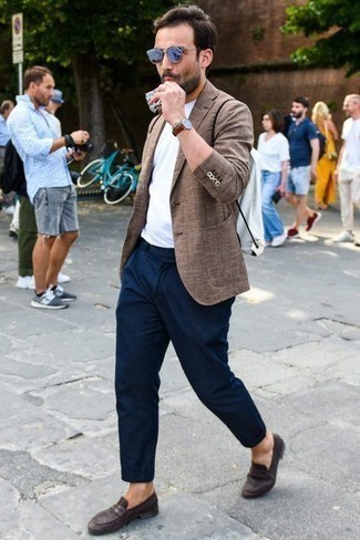 Which Chinos To Wear With a Brown Blazer: Go for a brown blazer and chinos and get ready to be recognized as a true connoisseur of men's fashion. Let your outfit coordination savvy really shine by rounding off your ensemble with dark brown suede loafers.
